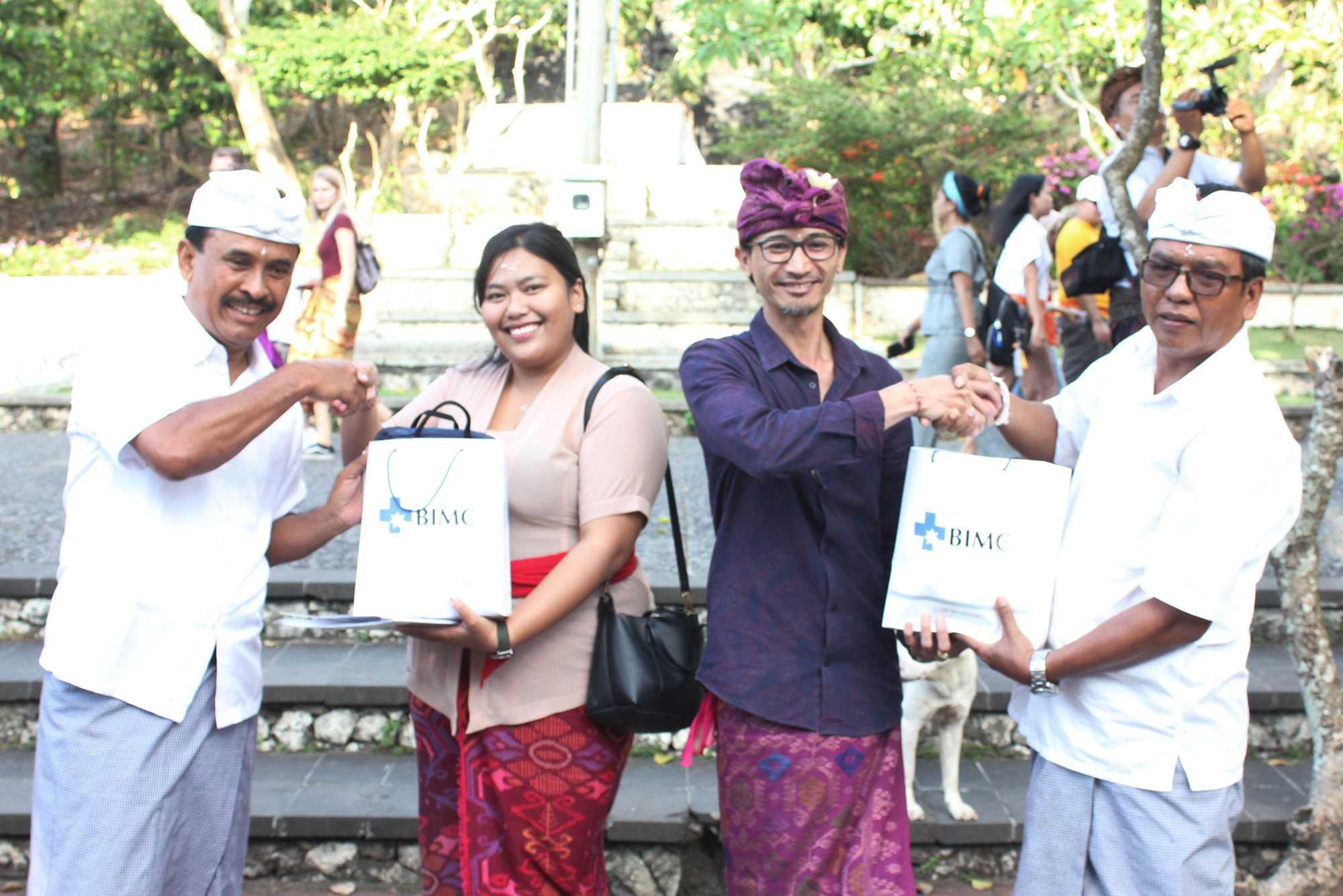 BIMC Donates Medicine to Pura Luhur Uluwatu Community